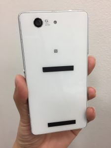 XPERIA Z3compactのバックパネル割れを即日修理致しました(*^^)v